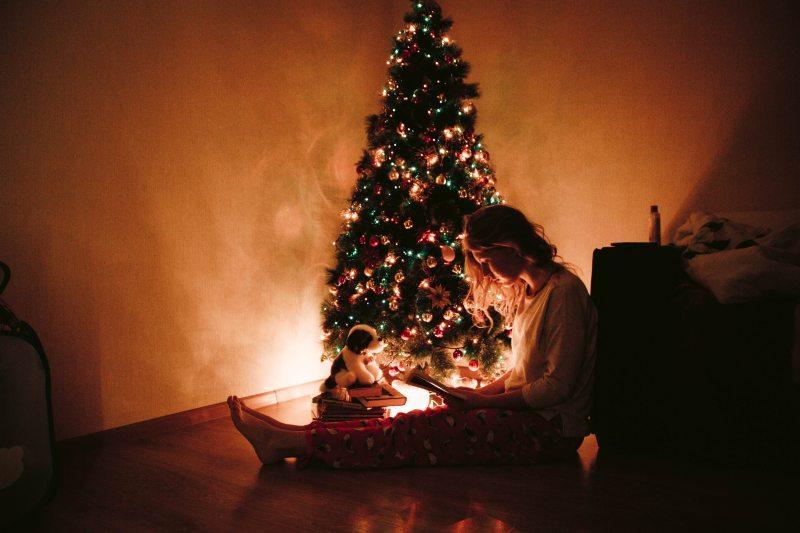 adult-christmas-christmas-decorations-936700